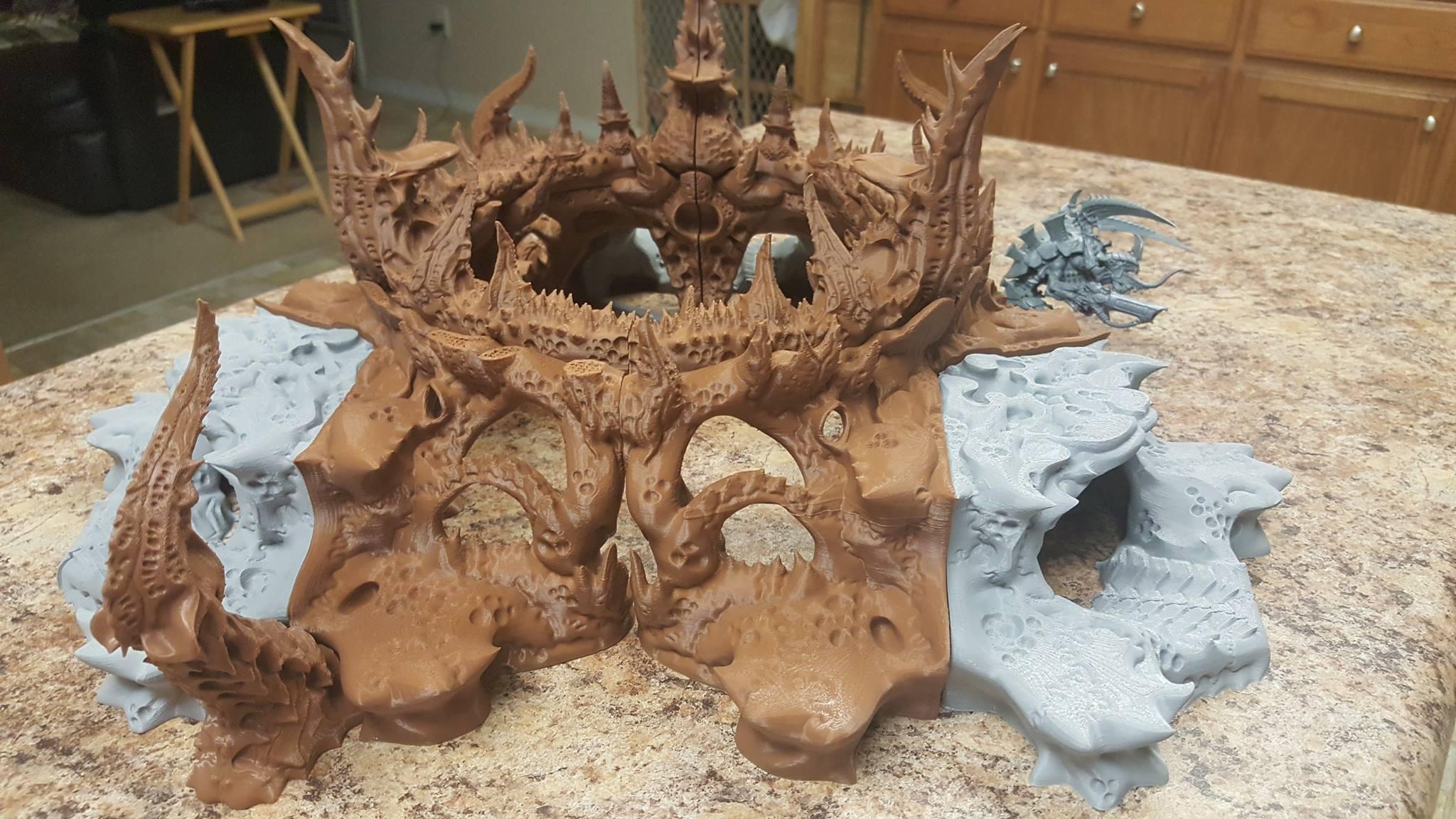 Thorn Hive Mega Maw - Complete 1